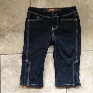 We go against the Grane Capri Blue Jeans size 0